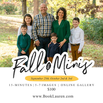 ad for fall mini sessions des moines Iowa featuring a family of six